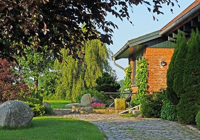home-garden-2401640_640 (1)