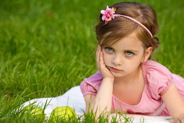 girl-1839623_1280 (1)